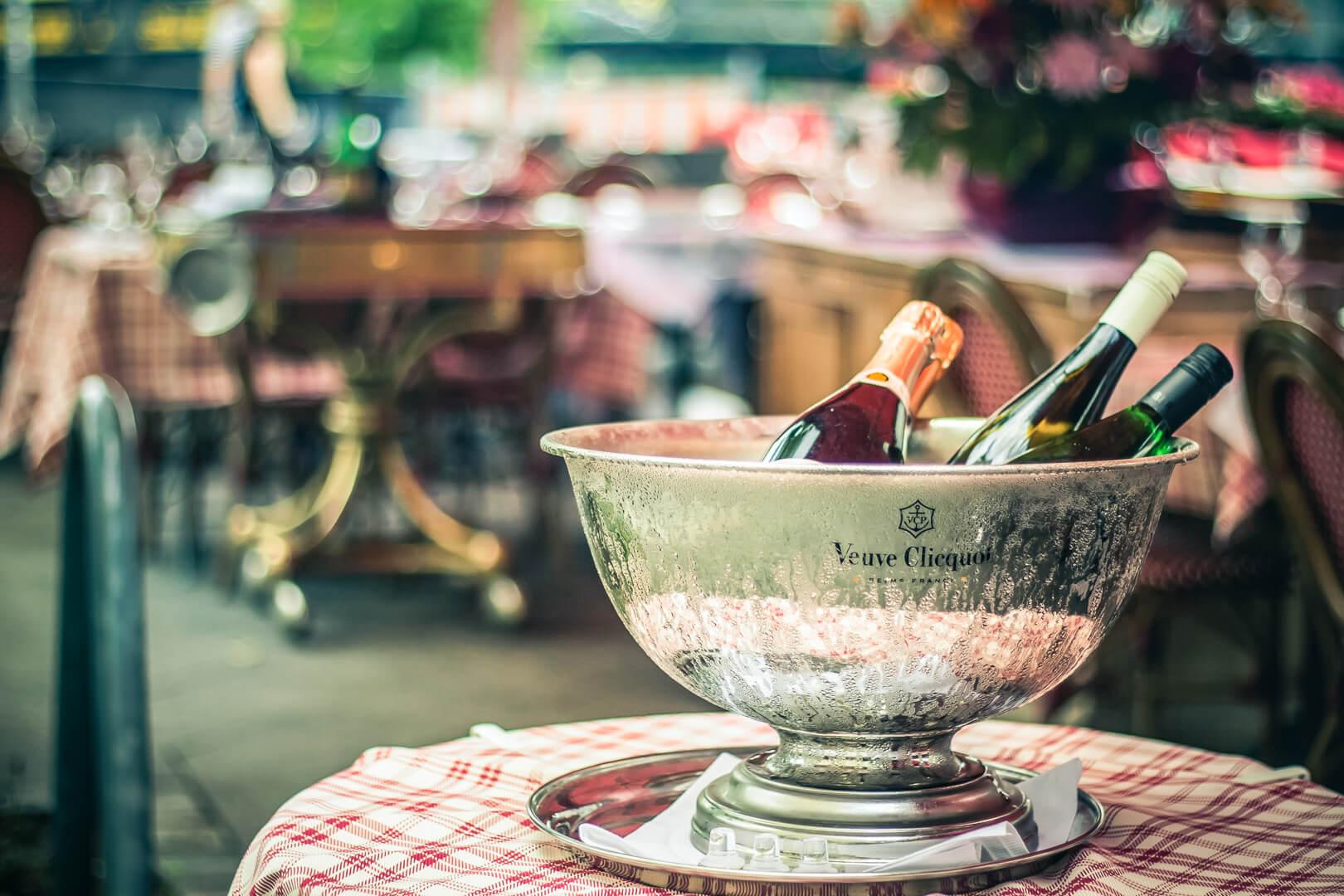 Champagner Flasche im Kühler